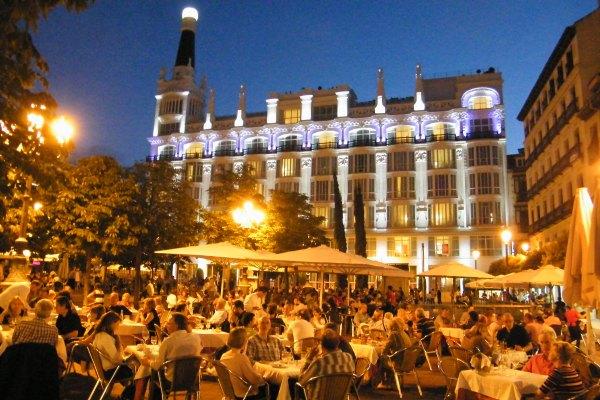 Madrid, Plaza de Santa Ana bei Nacht